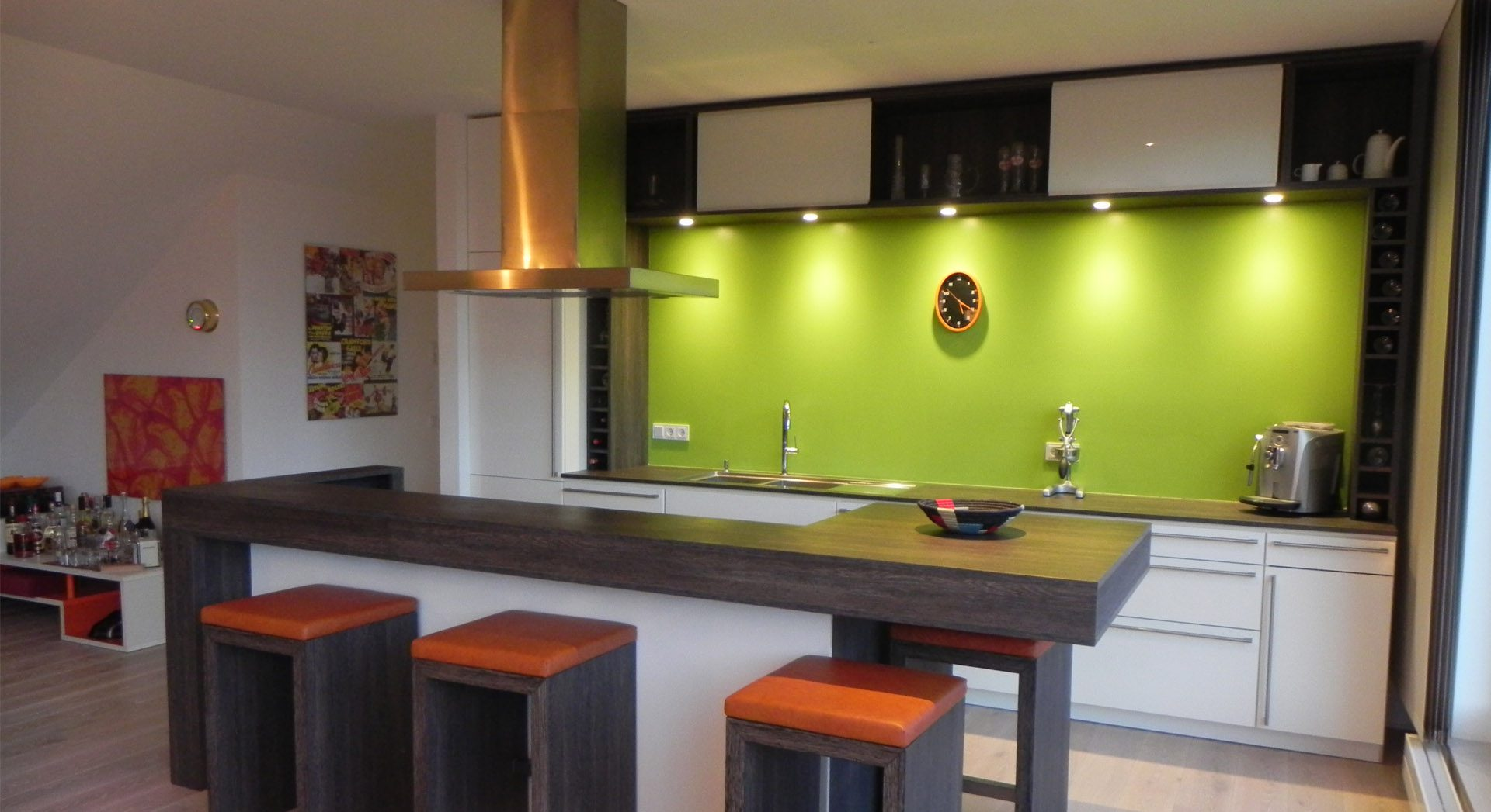 Küche; Kochinsel; Bar; Küchendesign; Innenarchitektur; Indiviuelle Küchen; Möbeldesign; Wohnungsbau;