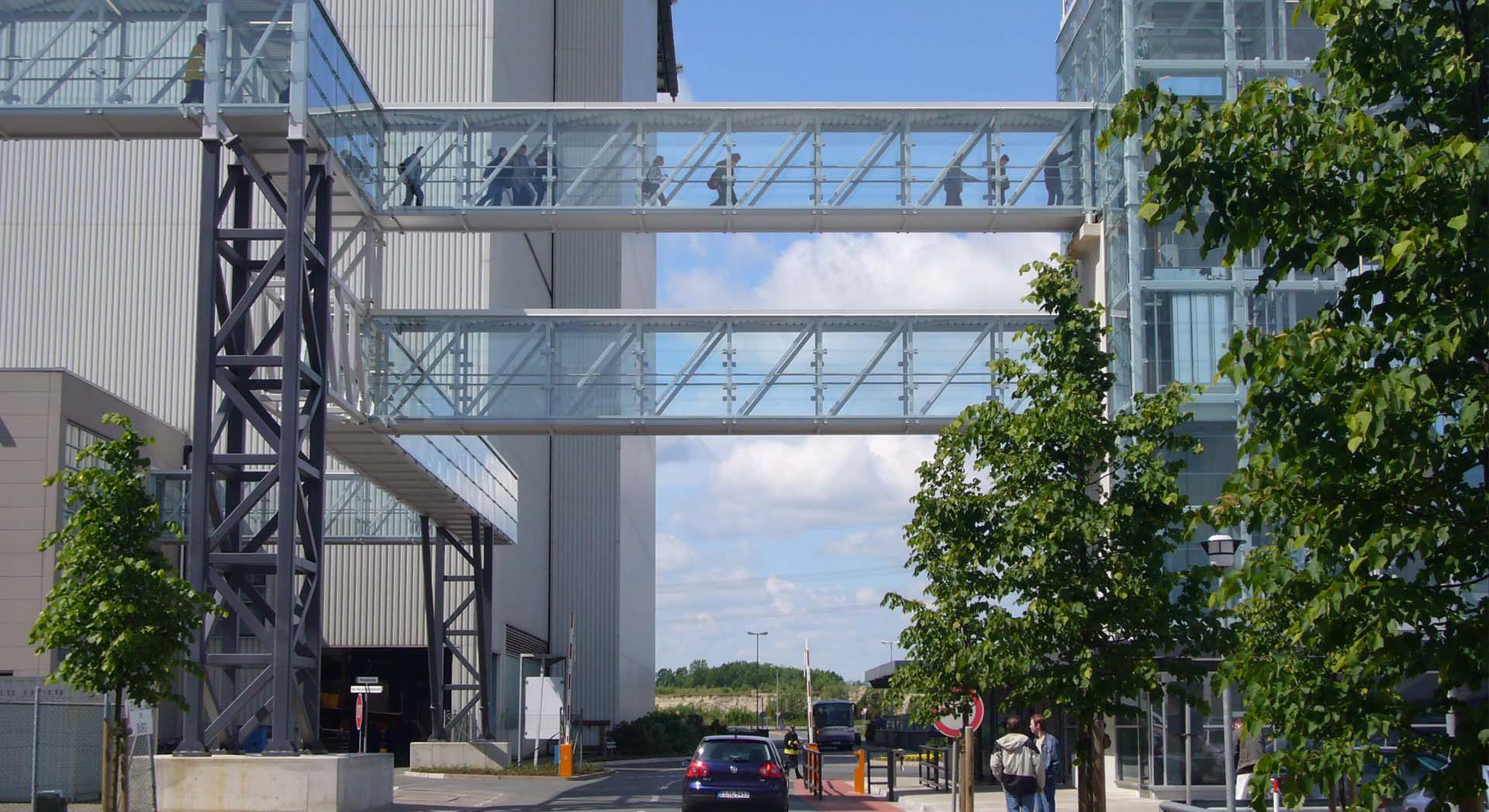 Gewerbearchitektur; Industriearchitektur; Meyer Werft Besucherzentrum; Museum; Gestaltung; Design; Lichtkonzept; Brücke verglast; Turm verglast; Glasturm; Pförtner; Meyer Werft Tor 1;