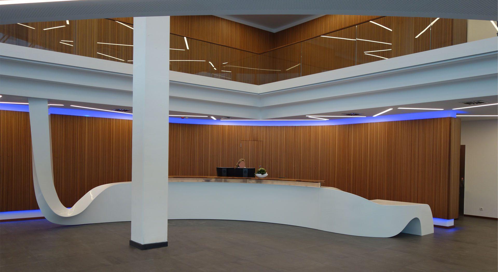 Gewerbearchitektur; Architektur; Innenarchitektur; Veranstaltung; Lichtkonzept; Tagung; Meyer Werft; Empfang; Lobby; Entreé; Theke; Tresen; Lobby; Rezeption; Möbeldesign;