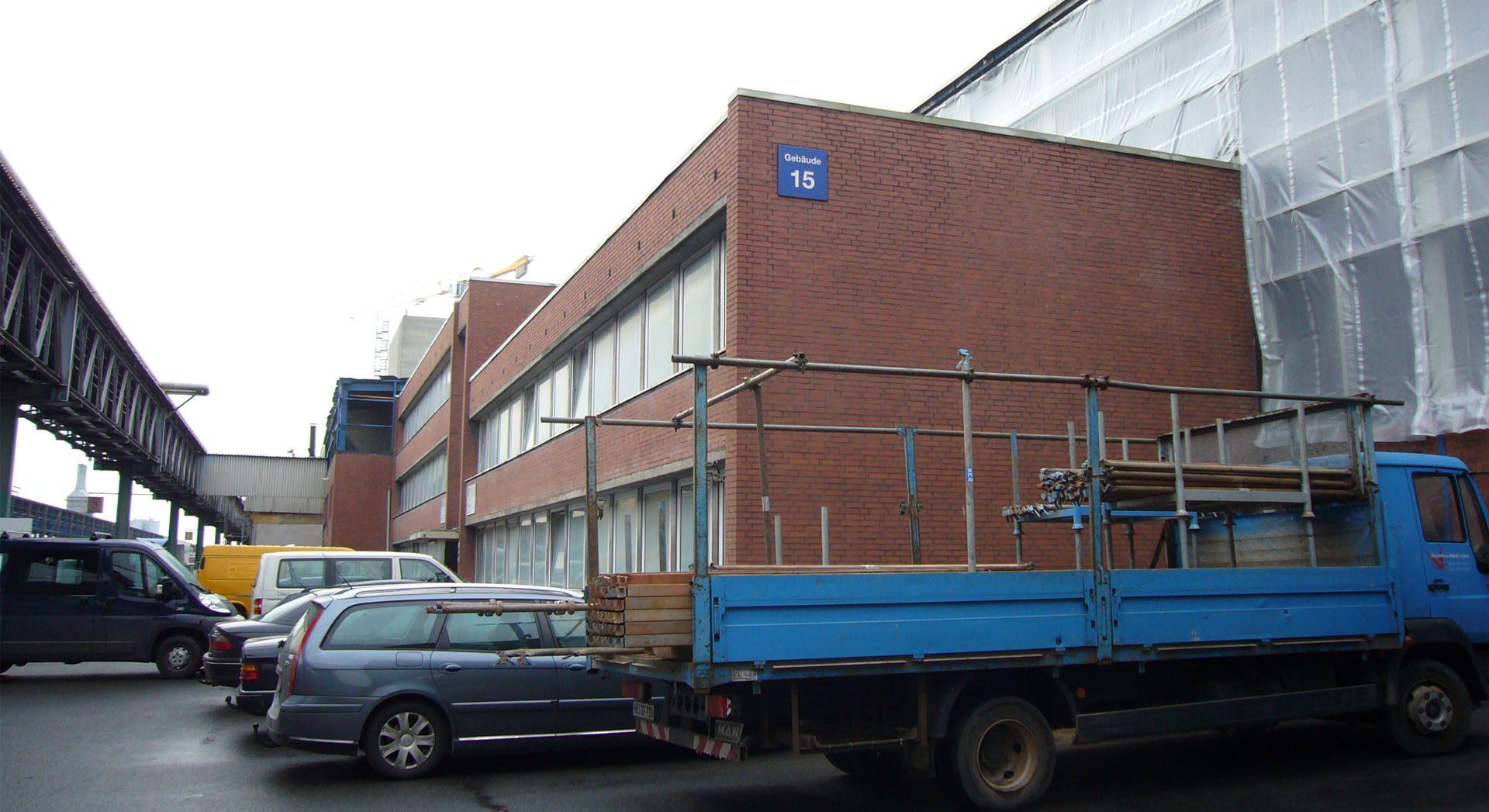 Architektur; Industriearchitektur; Gewerbearchitektur; Resopal Fassade; Fassadensanierung; Global Castings Stade; Verwaltungsgebäude;