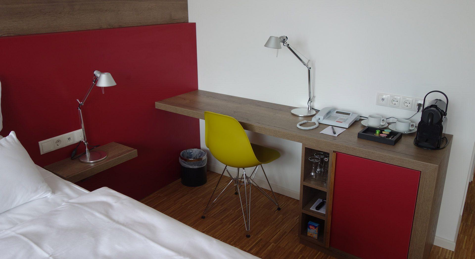Gewerbearchitektur; Hotel Alte Werft, Hotelzimmer; Innenarchitektur; Hotel Papenburg; Möbeldesign