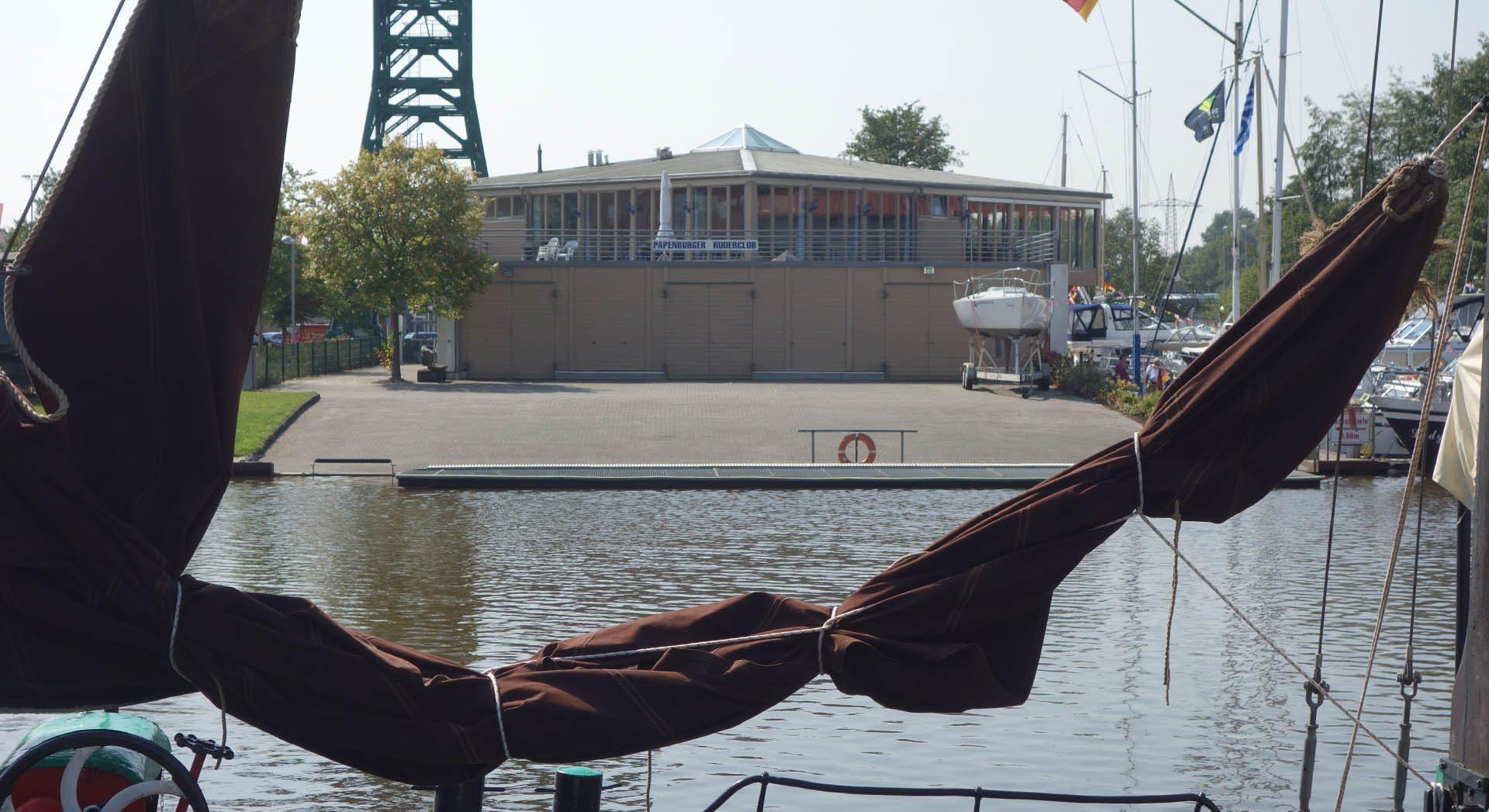 Gewerbearchitektur; Gewerbebau; Architektur; Neubau; Yachthafen; Hafengebäude; Hafen; Clubhaus; Papenburger Ruderclub; Papenburg