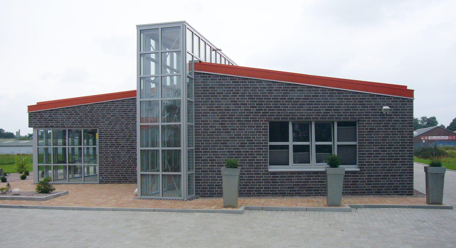 Gewerbearchitektur; Gewerbebau; Wohnsinn Heinz Meyer; Architektur; Neubau; Gartengestaltung; Außenanlagen; Planung;