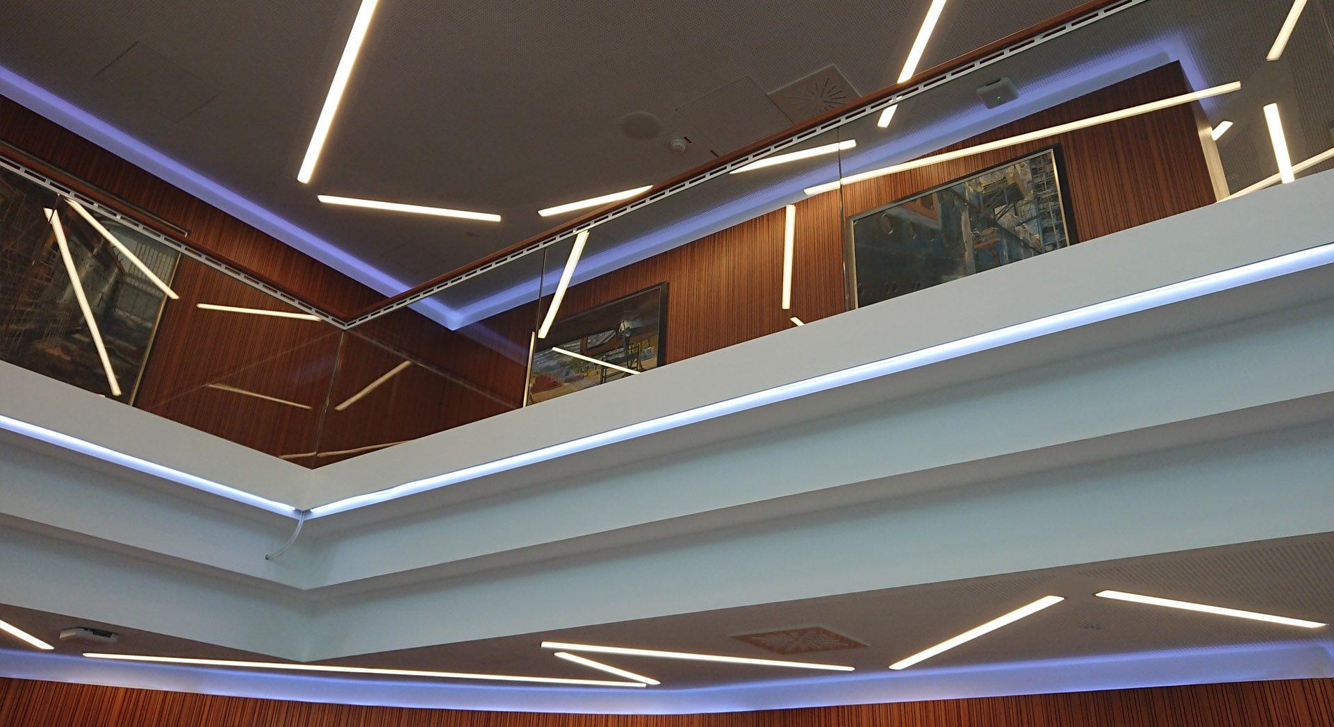 Gewerbearchitektur; Architektur; Innenarchitektur; Veranstaltung; Lichtkonzept; Tagung; Meyer Werft; Empfang; Lobby; Entreé; Theke; Tresen; Lobby; Rezeption;